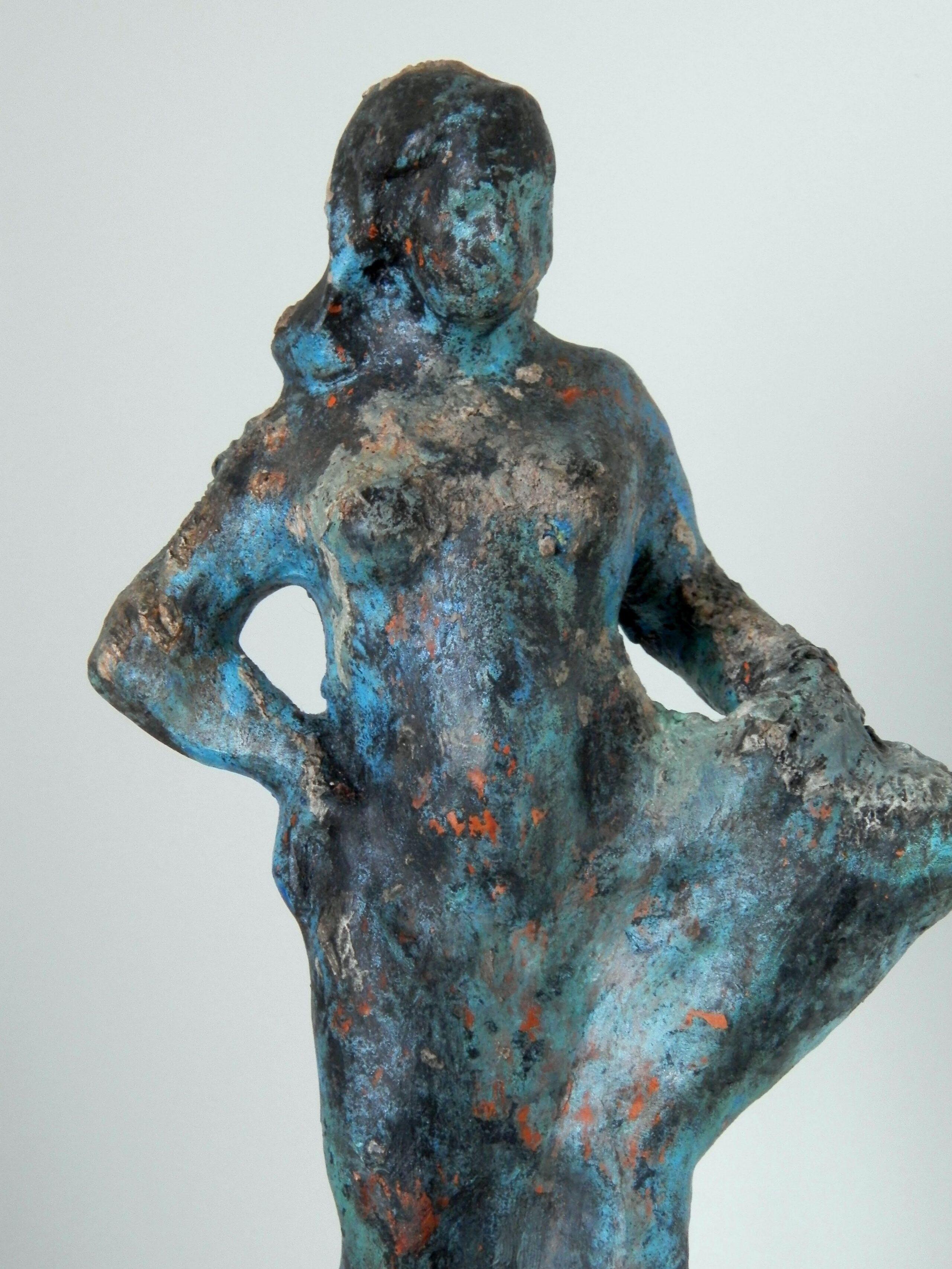 MUJER EN AZUL. Arqueológicas en Escultura
